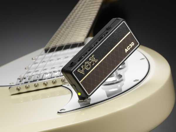 amplug 2 guitar bass headphone amplifiers musicians oasis. Black Bedroom Furniture Sets. Home Design Ideas